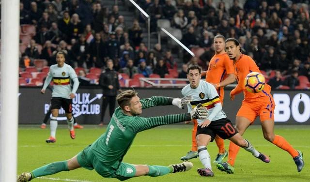 Doelman Stekelenburg keert terug bij Ajax, Varela vertrekt [video]