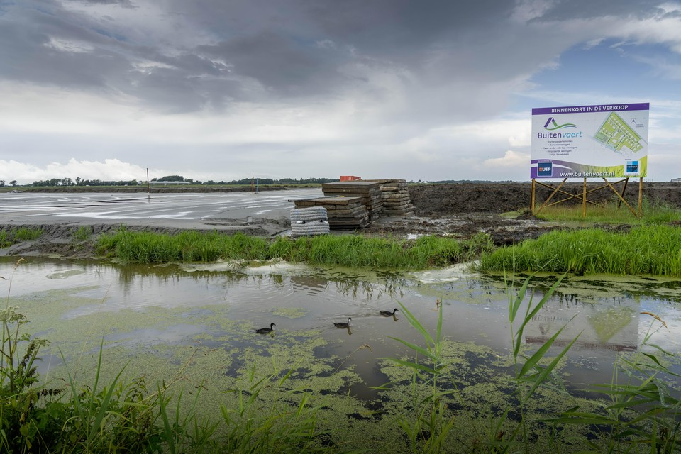 Het graaf- en grondwerk voor bouwplan Buitenvaert in Schagerbrug is gedaan. In oktober zal de verkoop van start gaan van de veertig woningen die hier gebouwd zullen worden.