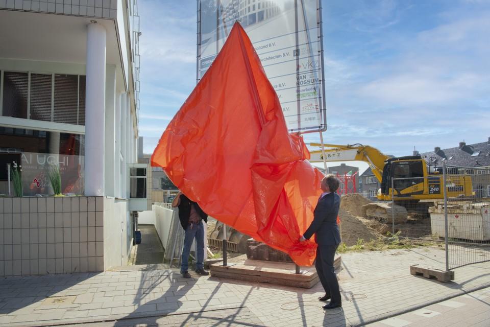 Met de onthulling van een bord is de bouw van Residence Gooiland nu echt begonnen.