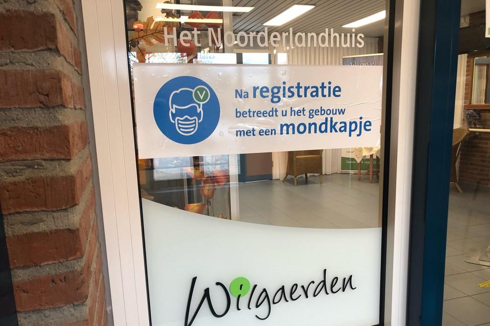 Voor bezoekers van de locaties van Wilgaerden en Omring geldt een mondkapjesplicht, zoals hier in het Noorderlandhuis in Hoogkarspel.