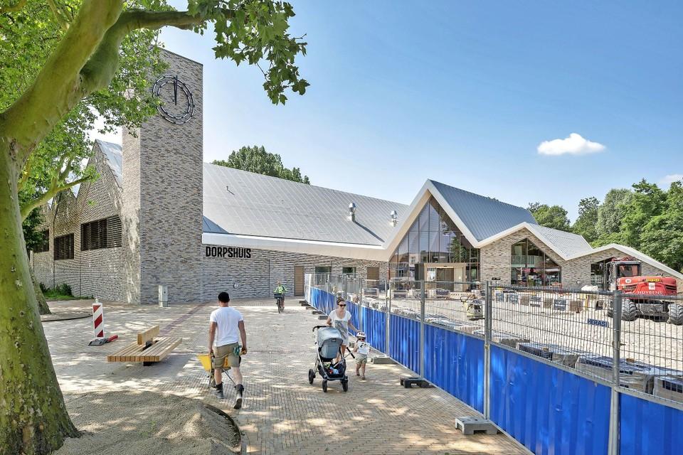 Stichting De Hoek is net meeverhuisd naar het nieuwe dorpshuis van Zwanenburg.