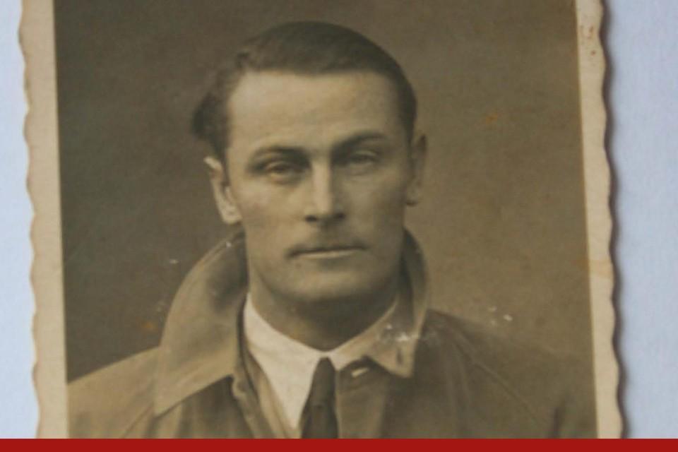 Cor Dekker, ooit een schoffie dat van de rechter tbs kreeg, vocht in de Spaanse Burgeroorlog. Die overleefde hij. In de Tweede Wereldoorlog werd hij als communist gevangengezet en bezweek hij in een kamp.