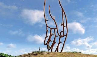 Omwonenden stappen naar de rechter om negen meter hoog kunstwerk op Texel tegen te houden. 'Wij moeten er op uit kijken'