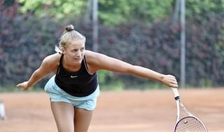 Madelief Hageman wipt topfavoriet uit het Boekweit Olie Tennistoernooi en houdt zicht op winst in 'thuiswedstrijd'