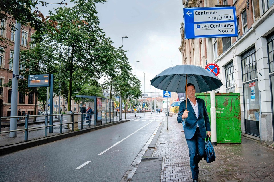 Premier Rutte wordt extra beveiligd door speciaal getrainde politiemensen.