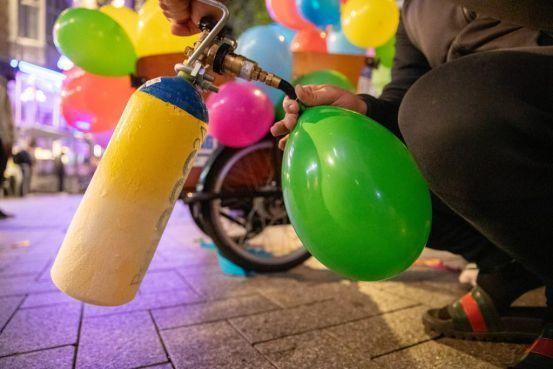 Verbod op lachgas in Koggenland, ballonnetjes gingen van hand tot hand op kermis Obdam