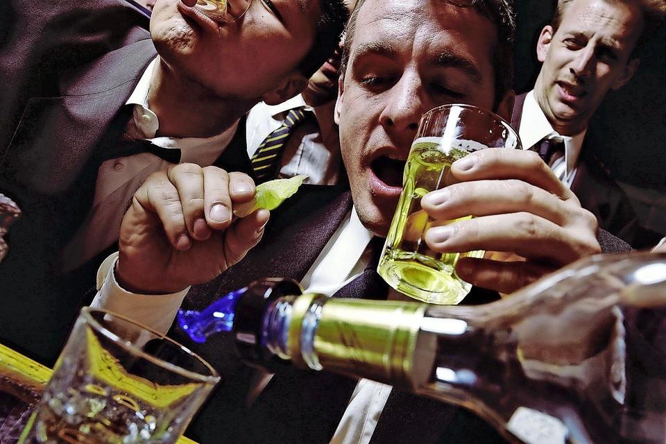 Jongeren en volwassenen onderschatten de gezondheidsrisico's van alcohol.