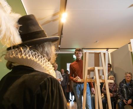 'Rembrandt' legt Leeghwater live vast in De Rijp.Meesterschilder Sebastiaan Groot gaat niet voor veilig
