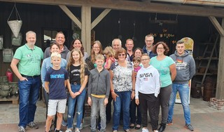 Klaas en Margareth verruilden in 1982 de Velserbroek voor Duitsland. Hun drie dochters gingen mee. En 55 koeien