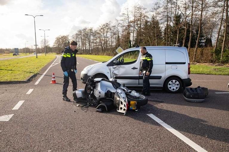 Motorrijder gewond bij aanrijding met auto in Baarn