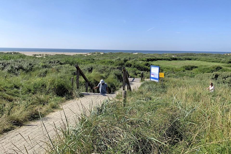 Daar ligt de zee bij IJmuiderslag, verder weg dan ooit.