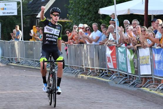 Rick van Breda maakt favorietenrol waar in teruggekeerd criterium: 'Iedereen is blij in Oudorp'