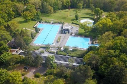 Druk rond openen zwembad Sijsjesberg loopt op. GroenLinks Huizen wacht niet op antwoorden college en komt met motie