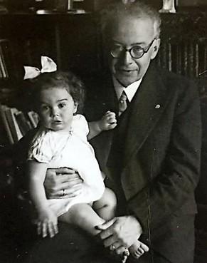 'Ik doe dit ook voor mijn vader'. Inspreekster Victoria van de Bergh (75) uit Oude Niedorp is dochter van een van de initiatiefnemers van Joods Werkdorp