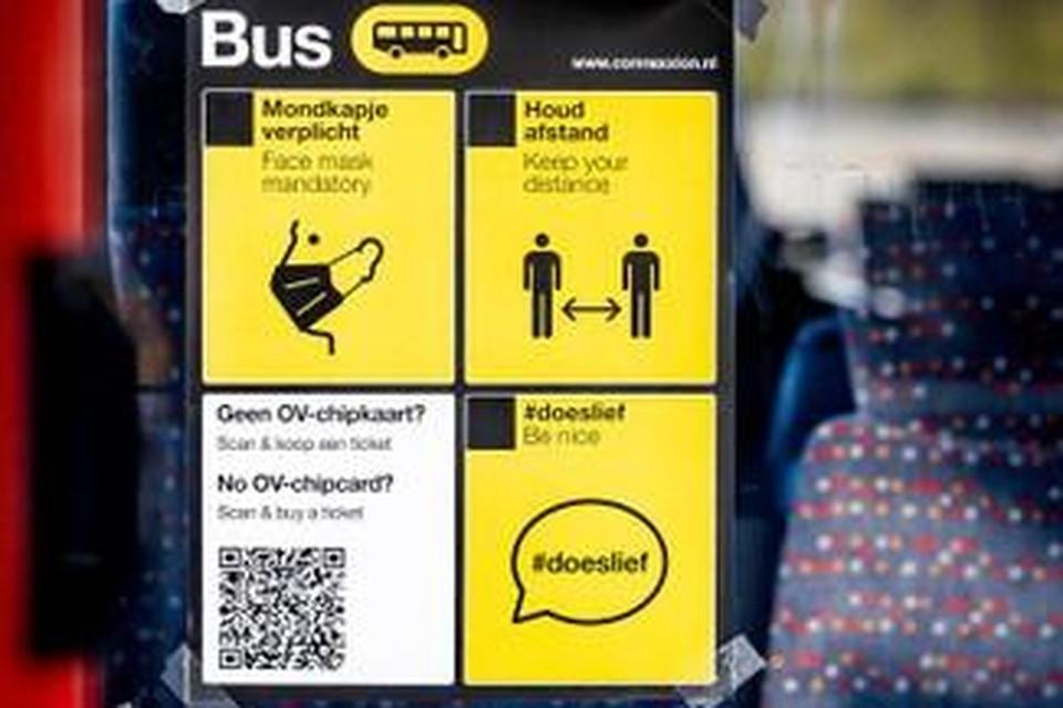 De buitengewone opsporingsambtenaren wilden de 45-jarige man bekeuren, omdat hij geen mondkapje droeg in de bus.