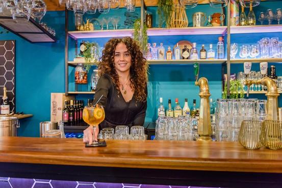 Avondje uit in Rosey's Gin & Beer Garden: 'Dit was er nog niet in Zaandam; precies wat het centrum nodig heeft'