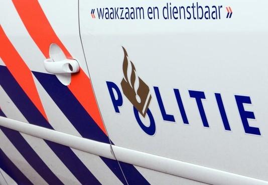 Automobilist rijdt door na aanrijding met fietsster in Bussum