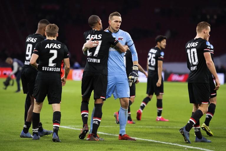 Superieur AZ laat hulpeloos Ajax spartelend achter; titelstrijd weer volledig open [video]