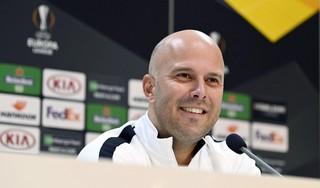 AZ-trainer Arne Slot: 'In de uitwedstrijd tegen Real Sociedad heb ik een te aanvallende opstelling gemaakt'