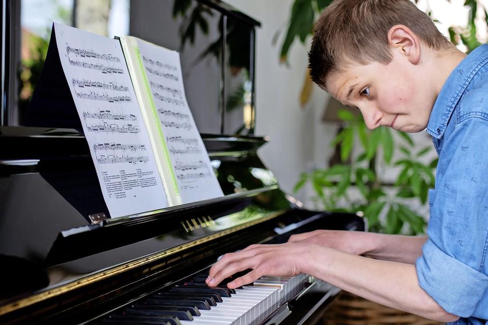 Tom ten Broecke uit Beverwijk is een talentvolle jonge pianist. Hij droomt ervan om concertpianist te worden. ,,De piano is mijn leven.''