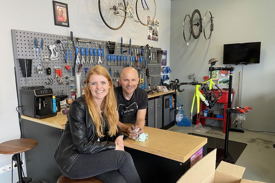 Louise van Vuure-Groot met echtgenoot Henk: ,,Dat gevoel van een triatlon is zo magisch.''