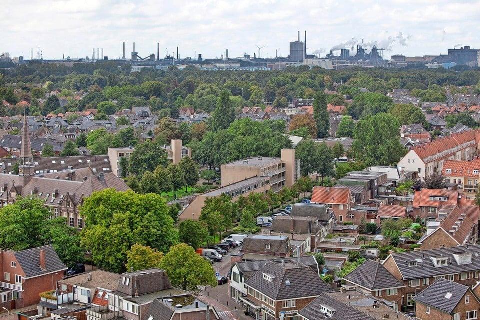 Tata Steel gezien vanaf de Wijkertoren in Beverwijk