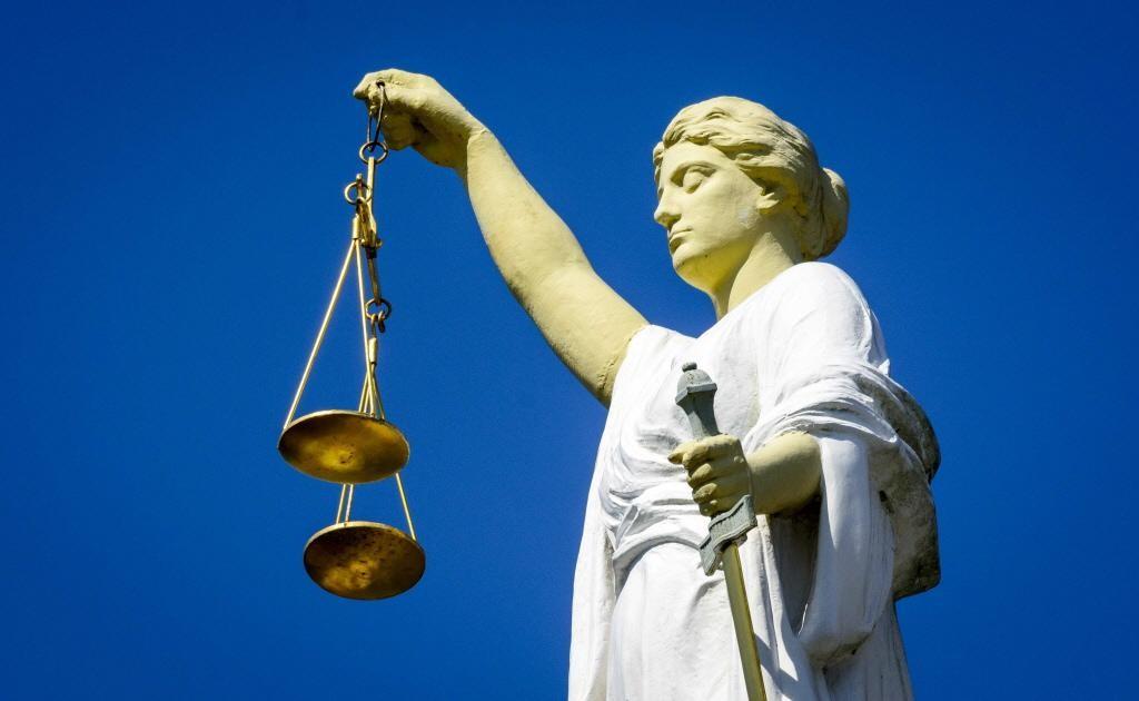 Straf geëist voor afpersing met schietbalpen in Haarlem, Zaandammer ook verdacht van Russische roule