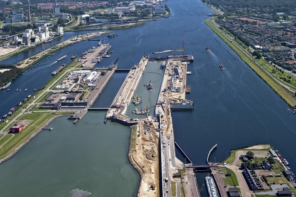 De bouw van de nieuwe zeesluis.