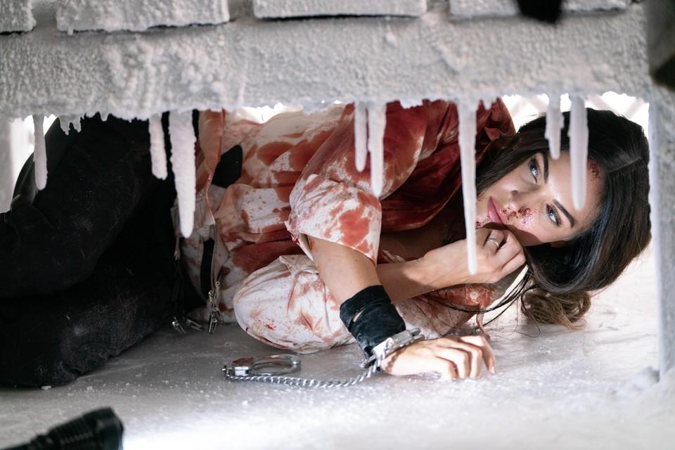 Megan Fox is vermakelijk in het bloederige kat-en-muisspel van 'Till death'