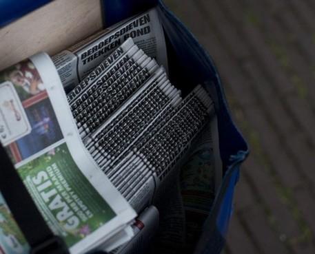 Huis-aan-huisbladen kijken met hoop naar lezers voor redding, en kloppen aan bij de overheid voor steun