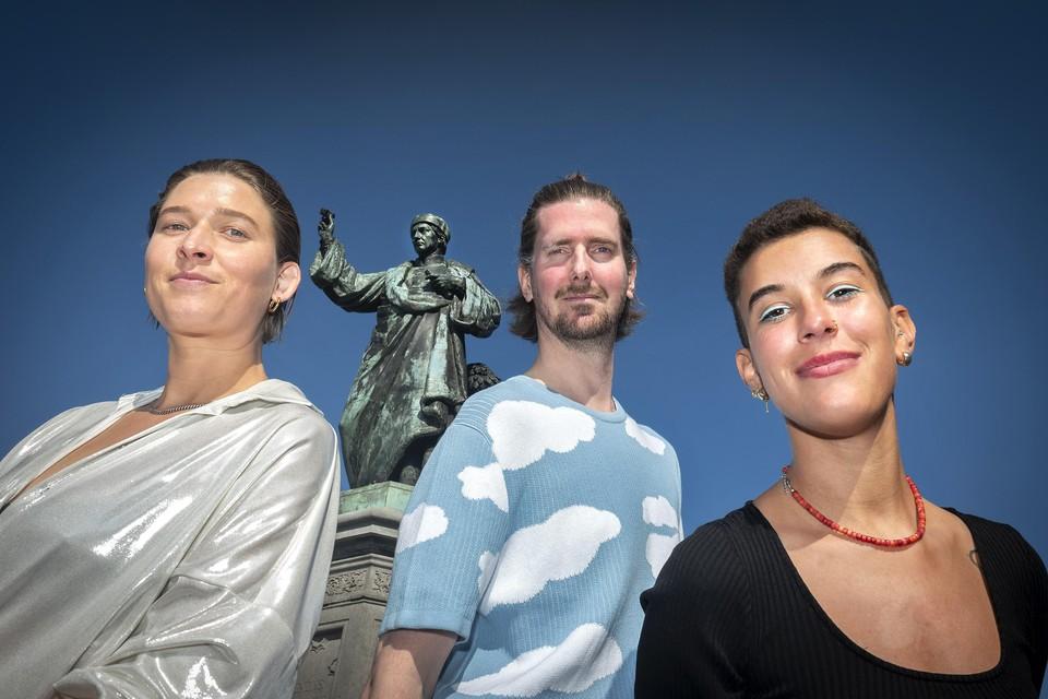 Een deel van het team van Klein Haarlem dat het Boring festival organiseert. Vanaf links: Liza van den Brink, Maarten Claus en Manon Portos Minetti.