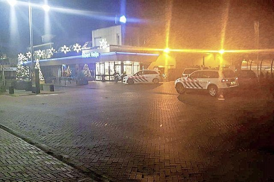 De politie had veel werk aan de in scène gezette overval in Zwanenburg.