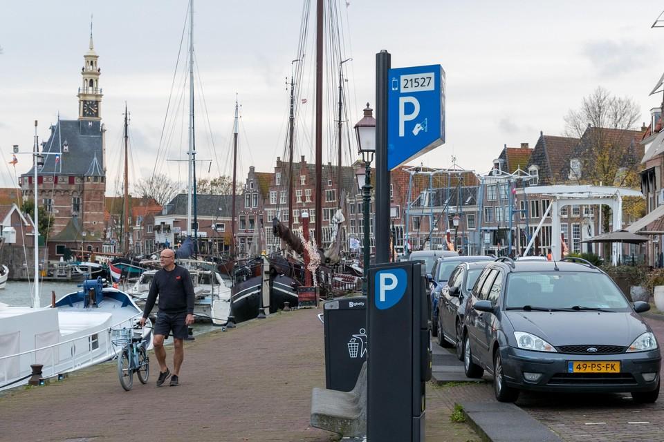 Parkeren in het havengebied is nu nog goedkoper dan in de binnenstad. D66 en VOCHoorn willen dit gelijktrekken.