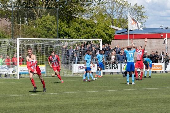 Roy Janssens helpt De Zouaven met werelddoelpunt aan overwinning op KFC