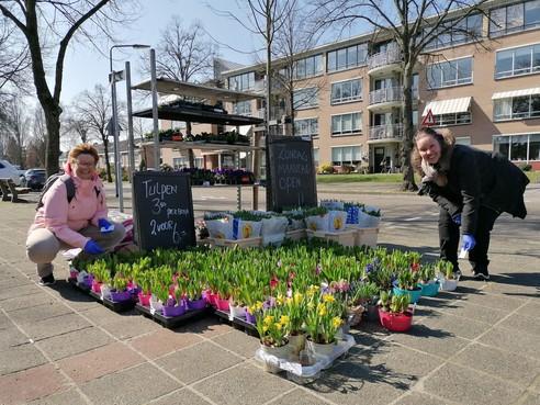 Lief in de regio, op ons kun je rekenen: hoe geef je bloemen aan bewoners? 'Aanbellen en wegwezen'