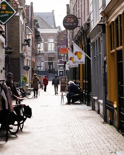 De verlaten straten van Alkmaar in tijden van corona [fotoserie]