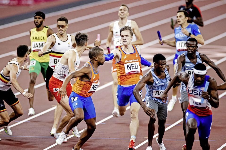 Tony van Diepen wisselde als derde, waarna Ramsey Angela naar zilver liep