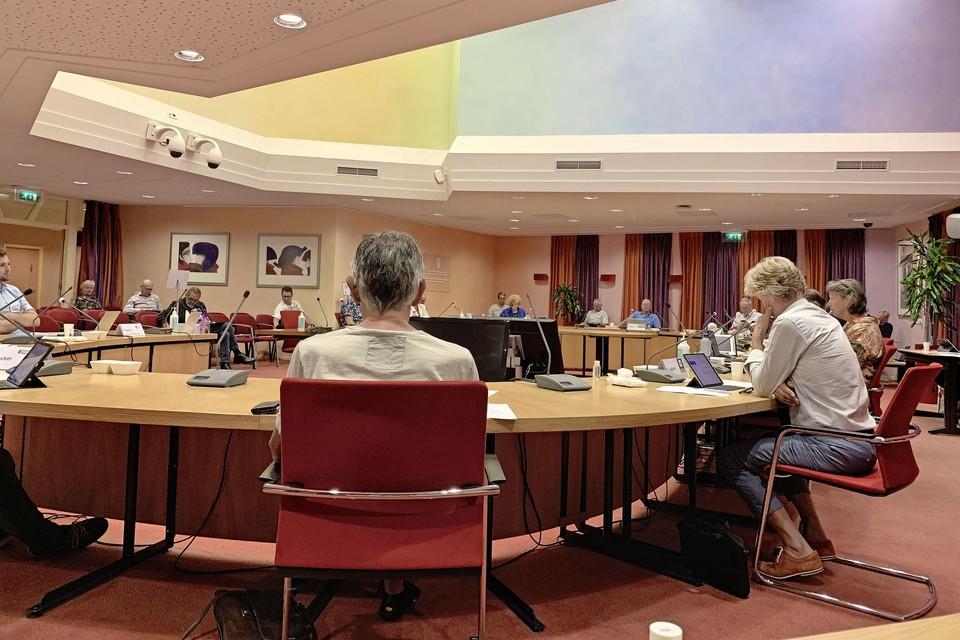 Raadsleden van Medemblik in de eigen raadszaal.