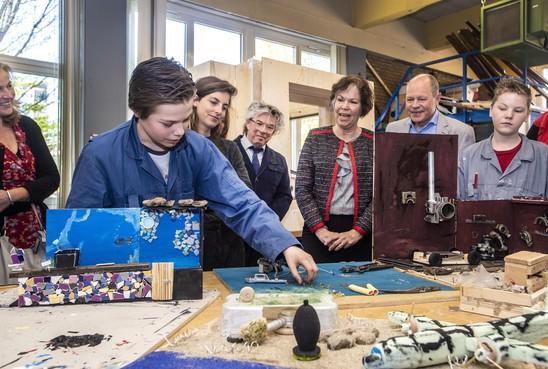 Techniekleerlingen zijn handig dus bouwen ze hun eigen instrumenten voor de jubileumvoorstelling van het Technisch College in Velsen