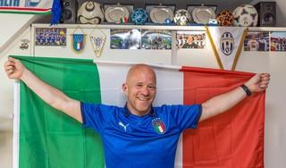 Gino zit al vijf dagen in quarantaine in Londen 'met uitzicht' op Wembley. Hij heeft het er graag voor over om zondag bij de EK-finale te kunnen zijn