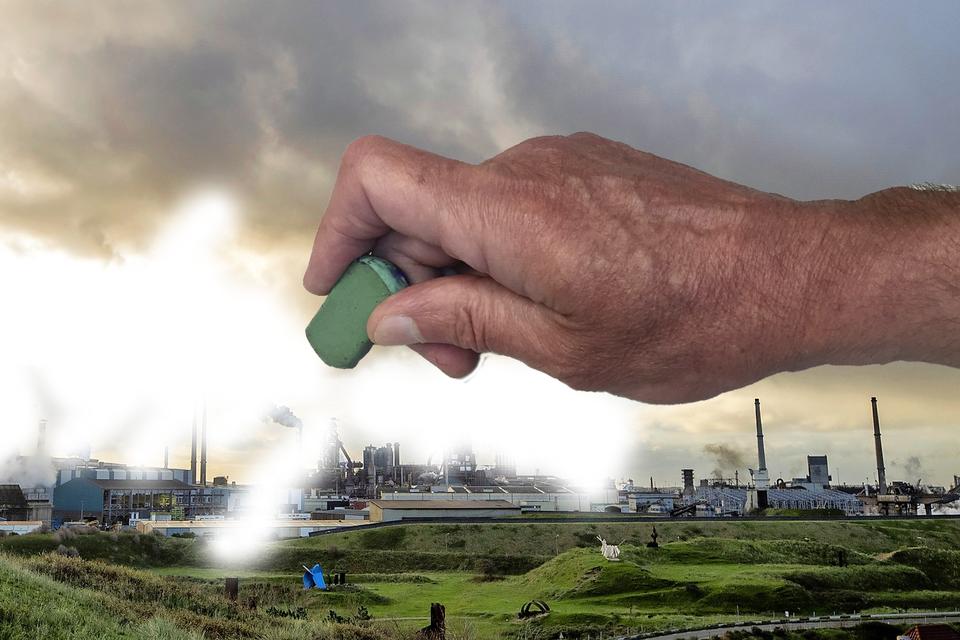 Tata Steel is in vier opeenvolgende conceptversies van het GGD-rapport over kanker uit de tekst gegumd.