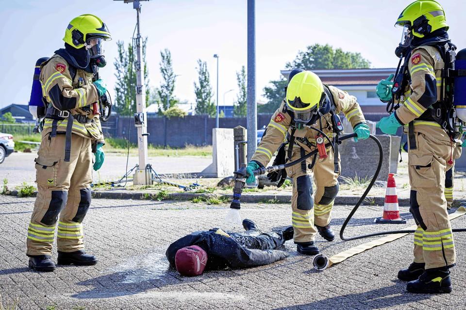 Tijdens het examen moet ook een 'persoon' in brand worden geblust.