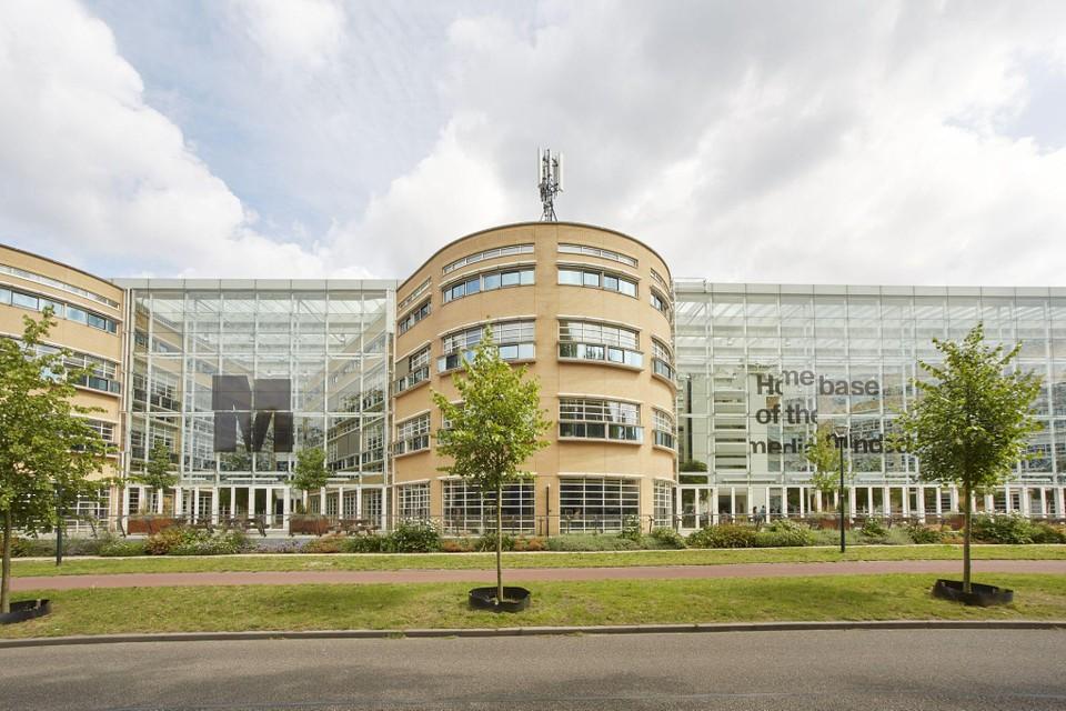 Het M-gebouw aan de 's-Gravelandseweg in Hilversum.