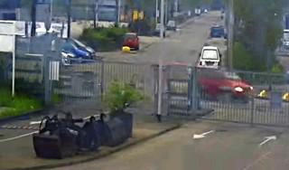Webcam brengt drukte bij Purmerendse milieustraat in beeld: eerst even op YouTube kijken voor je met grofvuil op pad gaat [video]