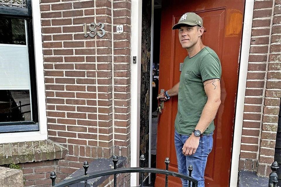 Zondagmiddag deed het gezin, met hier René, eindelijk de deur open in Warmenhuizen.