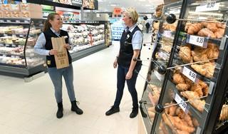 Hoewel de nagelnieuwe Lidl-supermarkt aan de Schoolweg in Julianadorp al enige tijd open is, doet bestuursrechter woensdag uitspraak in door Aldi aangetekend bezwaar