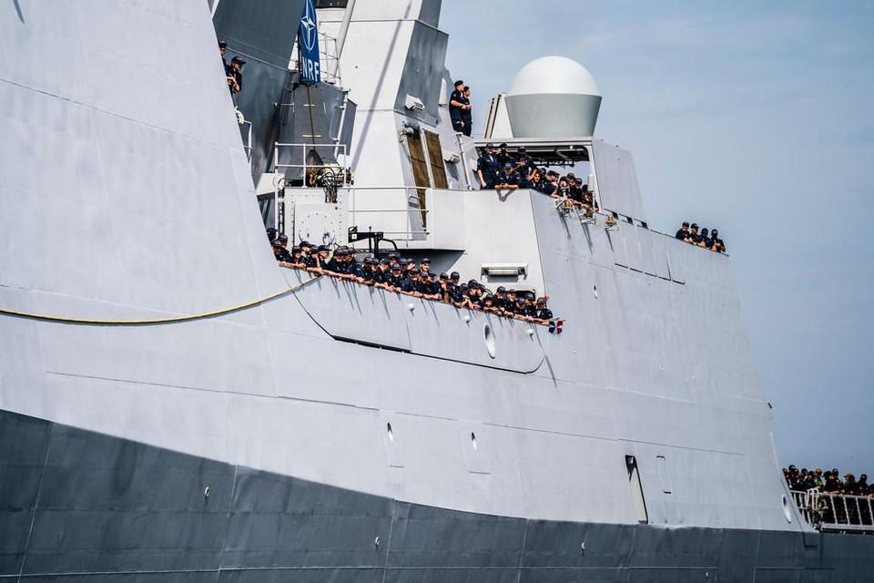 Het Nederlandse fregat Zr. Ms. Evertsen bij aankomst in de haven van Den Helder, 2019.