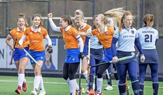 Hockeysters Bloemendaal sluiten roerige week af met klinkende 5-1 zege op Laren: 'We moesten er na alle perikelen rondom de staf gewoon als ploeg staan'