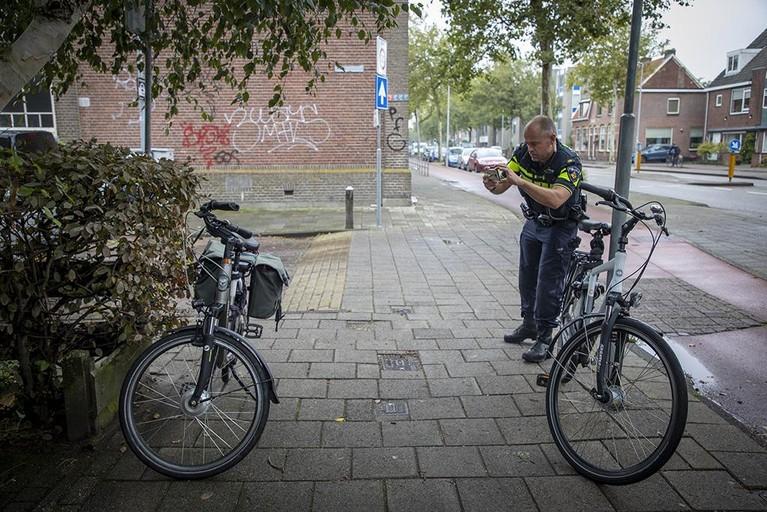 Fietsster gewond bij botsing op fietspad in Haarlem