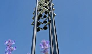 Hij doet het weer: Oudorpers horen het carillon elk half uur een deuntje spelen. Nu met 27 nieuwe melodietjes
